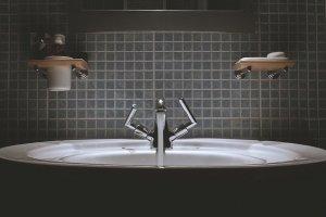 vonios-plyteliu-klijavimas
