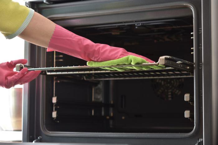 Kaip išvalyti orkaitę