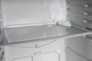 Kodėl šaldytuve kaupiasi vanduo