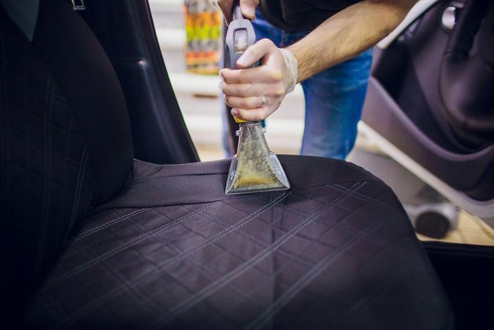 Automobilio salono valymas
